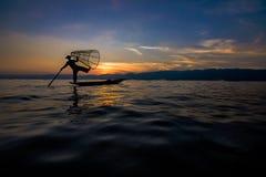 Рыболов озера Inle традиционный Стоковые Фотографии RF