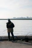 Рыболов удит на канале Стоковое Изображение