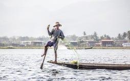 Рыболов Legrowing на озере Inle Стоковая Фотография RF