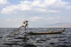 Рыболов Legrowing на озере Inle Стоковые Фотографии RF