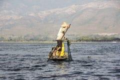 Рыболов Legrowing на озере Inle Стоковое Изображение RF