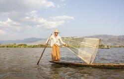 Рыболов Legrowing на озере Inle Стоковые Изображения