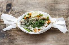 Рыбы в бумаге выпечки Стоковая Фотография
