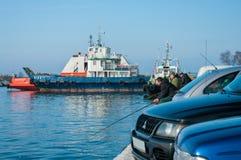 Рыбы задвижки рыболовов в порте Стоковое фото RF