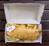 Рыбы и обломоки в на вынос коробке Стоковая Фотография