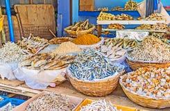 Рыбы на укомплектовывать личным составом рынок Стоковые Фотографии RF