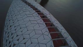 Рыбы пешеходного моста над рекой, Астаной акции видеоматериалы