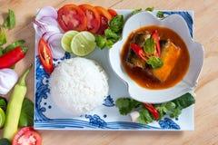 Рыбы сардин в томатном соусе Стоковые Фото