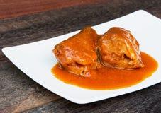 Рыбы скумбрии с томатным соусом Стоковые Фотографии RF