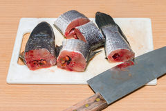 Рыбы, Chopped подготавливая для варить Стоковая Фотография