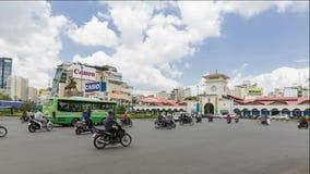 Рынок Бен Thanh промежутка времени на parkarea Quach Thi Trang показывая движение двигая вокруг сток-видео