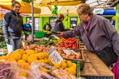 Рынок в бывшем еврейском районе Kazimierz в Краков стоковые изображения rf