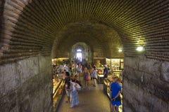 Рынок в подземно-минном дворца Diocletian в разделении стоковые фотографии rf