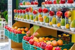 Рынок города с очень вкусными свежими фруктами Стоковые Изображения