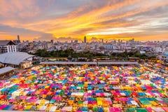 Рынок ночи в центре  Бангкока, Таиланда Стоковые Изображения