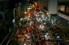 Рынок ночи в Lat Da, Вьетнаме стоковые изображения rf