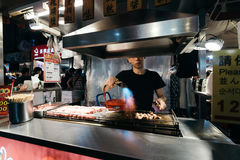 Рынок ночи улицы Raohe, Тайбэй, Тайвань Стоковое фото RF
