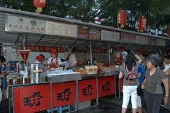 Рынок ночи Donghuamen, Пекин, Китай Стоковые Фотографии RF