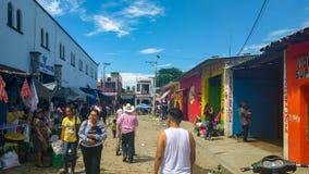 Рынок оживленной улицы в Ocotlan de Morelos, Оахака стоковое изображение