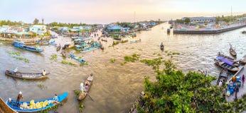 Рынок панорамы сельский плавая на смежном Новом Годе Стоковые Фотографии RF