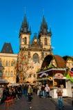 Рынок пасхи на старой городской площади в Праге стоковая фотография