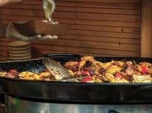 Рынок пасхи поставщика еды улицы Праги стоковые фото
