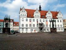 Рынок перед муниципалитетом с памятниками Luther и Melanchthon, Wittenberg, Германии 04 12 2016 Стоковая Фотография RF