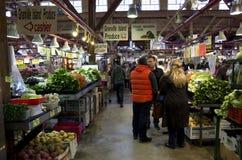 Рынок посещения магазина бакалеи публично Стоковая Фотография RF