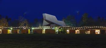 Рынок пришествия и здание концерта стоковая фотография rf