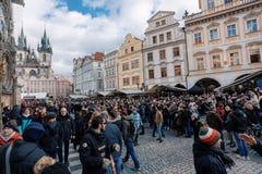 Рынок пришествия рождества на старой городской площади, Праге стоковые изображения