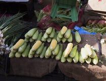 Рынок свежих овощей и зеленых цветов Стоковая Фотография RF