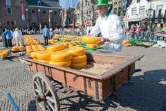 рынок сыра несущей alkmaar Стоковое Изображение