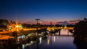 Рынок Таиланда плавая на ноче стоковые изображения rf