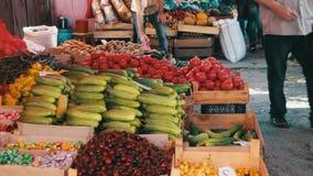 Рынок фруктов и овощей видеоматериал