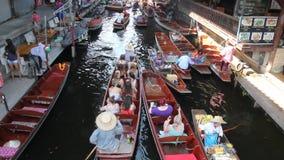 Рынок Damnoen Saduak плавая, Таиланд видеоматериал