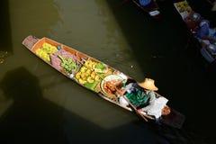 Рынок Damnoen Saduak плавая Стоковые Изображения RF