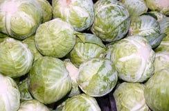 рынок s зеленого цвета хуторянина дисплея капуст Стоковая Фотография RF