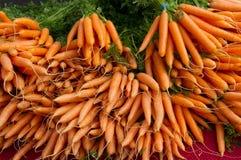 рынок s хуторянина дисплея морковей Стоковые Фото