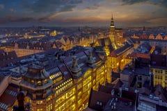 Рыночная площадь Wroclaw - взгляд вечера рынка города и красивого неба после захода солнца Стоковые Фотографии RF