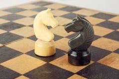 рыцари конфликта шахмат стоковое изображение rf