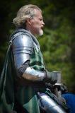 Рыцарь биться на фестивале ренессанса стоковое изображение