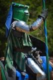Рыцарь биться на фестивале ренессанса стоковые изображения