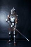 Рыцарь на темной предпосылке стоковые фотографии rf