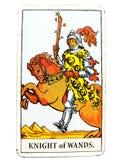 Рыцарь прибытия карточки Tarot палочек неожиданного большого на началах никаких следовать через свободу незаконченных проектов ли иллюстрация вектора