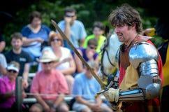 Рыцарь соперничающий на фестивале ренессанса стоковые фотографии rf