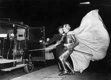 Рыцарь с вздымаясь автомобилем накидки причаливая стоковая фотография rf