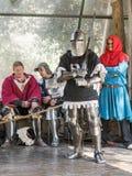 Рыцарь - участник в рыцарях ` фестиваля ` Иерусалима стоит на списке в ожидании поединок в Иерусалиме, Израиле Стоковые Фотографии RF
