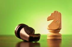 2 рыцаря в игре в шахматы стоковое изображение rf