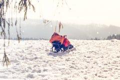 Рюкзак в перемещении зимы снега Стоковое Фото