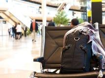 Рюкзак с концом шарфа вверх на авиапорте перемещение карты dublin принципиальной схемы города автомобиля малое Стиль Backpacker Стоковое Изображение